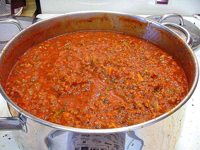 Making spaghetti sauce from scratch in a stock pot